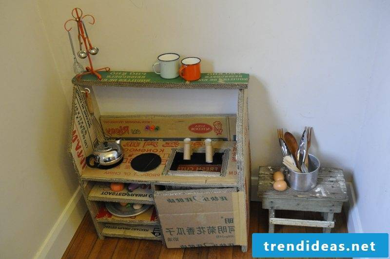 Build children's kitchen yourself: DIY project