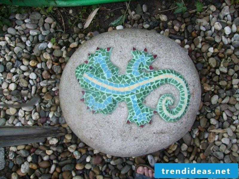 Stone decoration of mosaic lizard