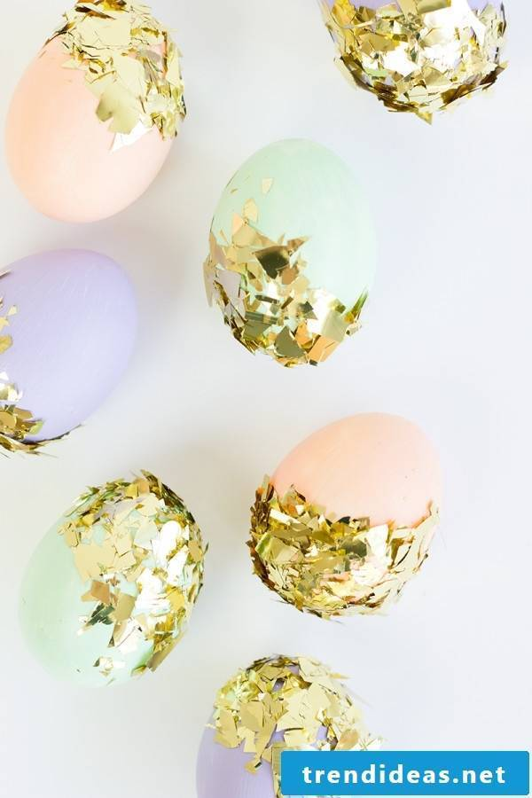 Beautiful sparkling easter eggs without coloring