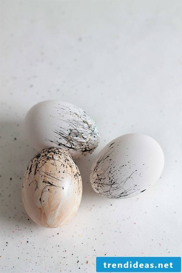 Make colorful easter eggs without dyeing