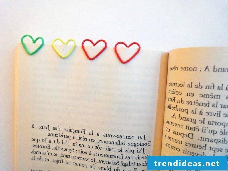 Bookmarks make metal hearts
