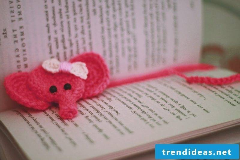Make bookmarks yourself from wool