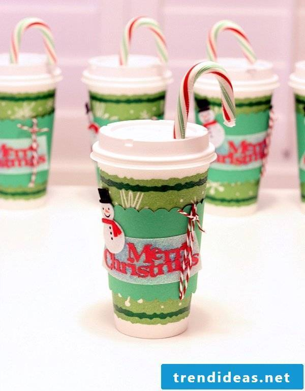 Make Christmas decorations - decorate cups