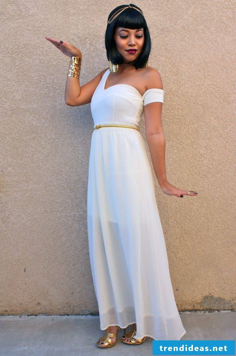 Carnival costume idea for women: Make Cleopatra costume yourself