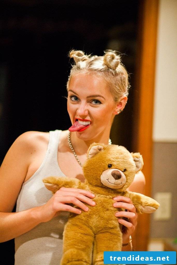 Are you blond?  You will look like Miley Cyrus for free!
