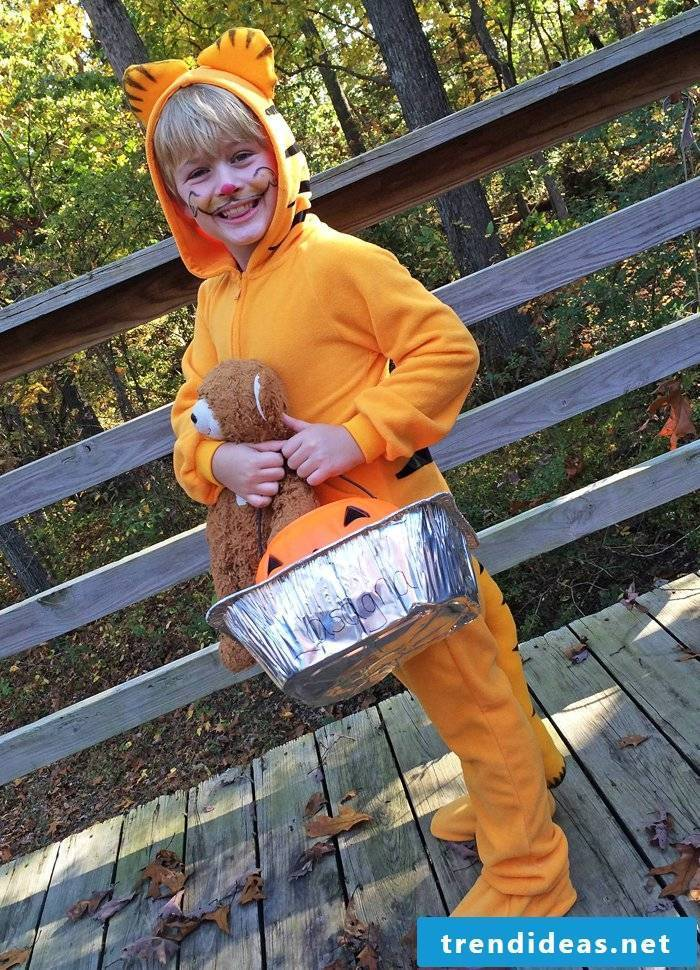 Sewing DIY Garfield Costume - creative idea for young and old!