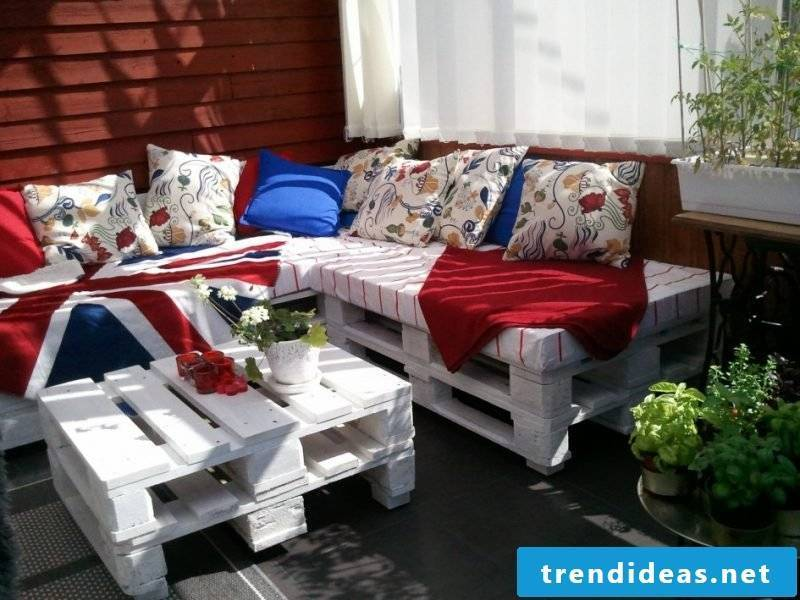 Sofa made of europallets corner sofa