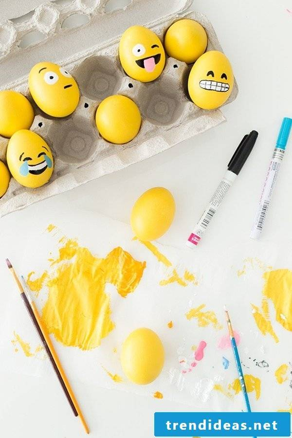DIY Instructions for Emoji Funny Eggs Faces