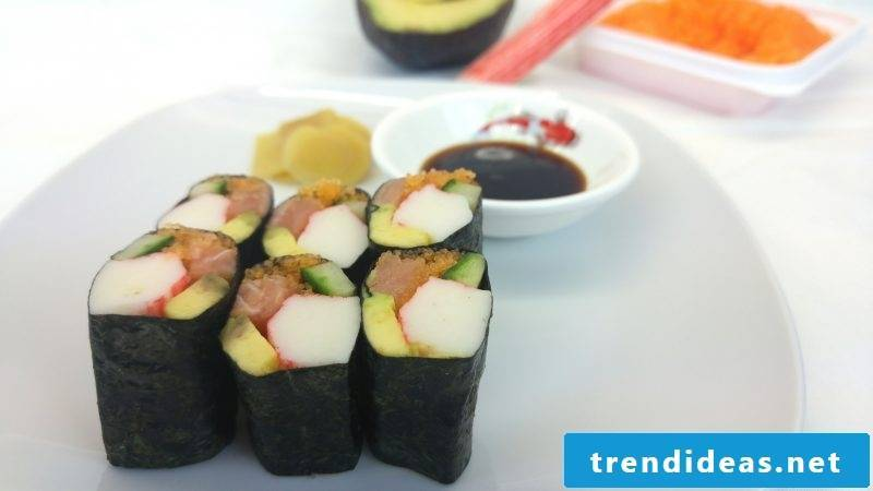 finger food cold sushi