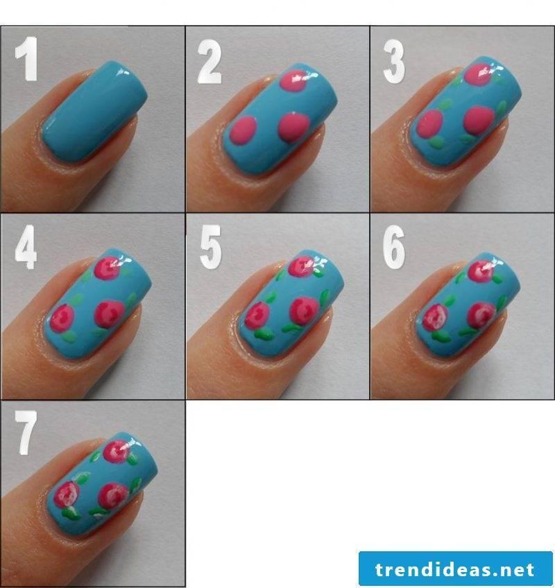 Fingernail motifs blue
