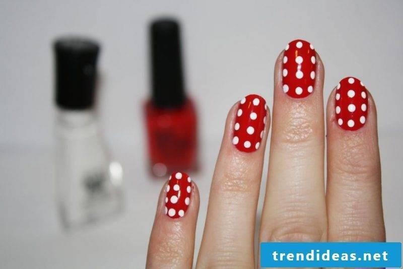 Fingernail motifs red