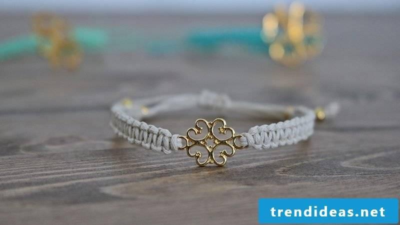 bracelets knot white