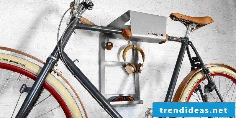 Bicycle mount for wall made of metal
