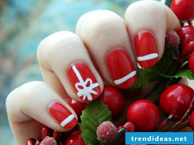 Gel nails pattern red
