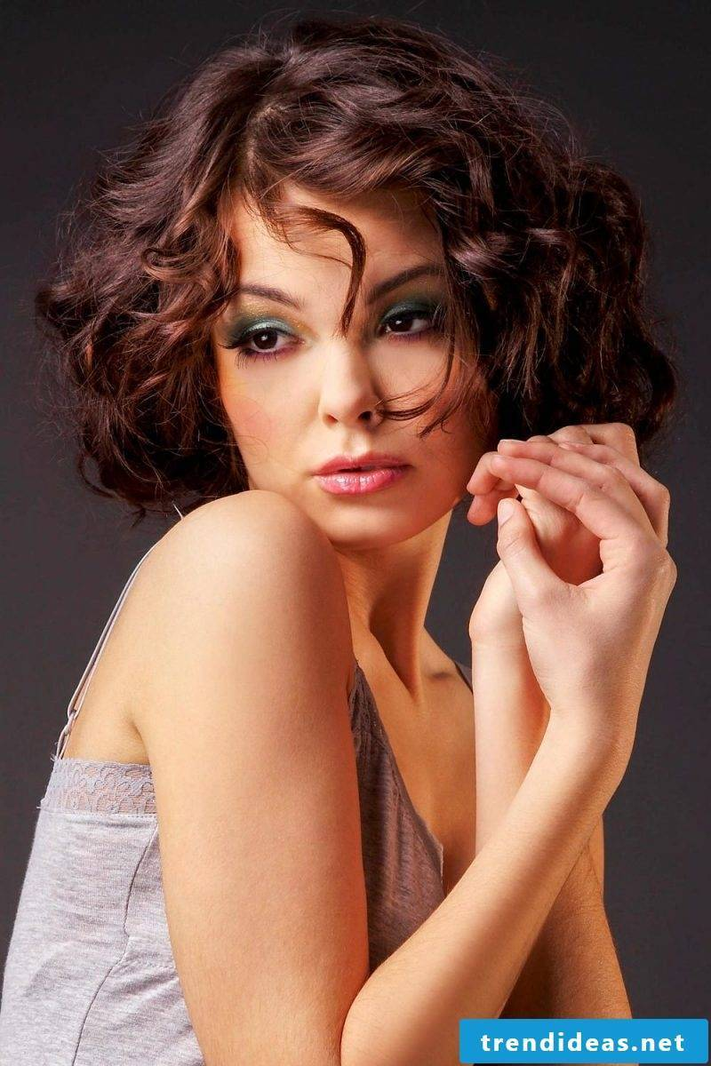 ladies short hairstyles pictures curly