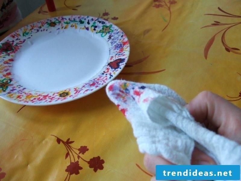 Paint the porcelain