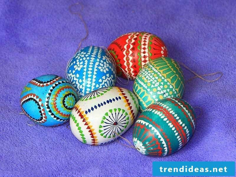 Sorbian Easter eggs painting techniques