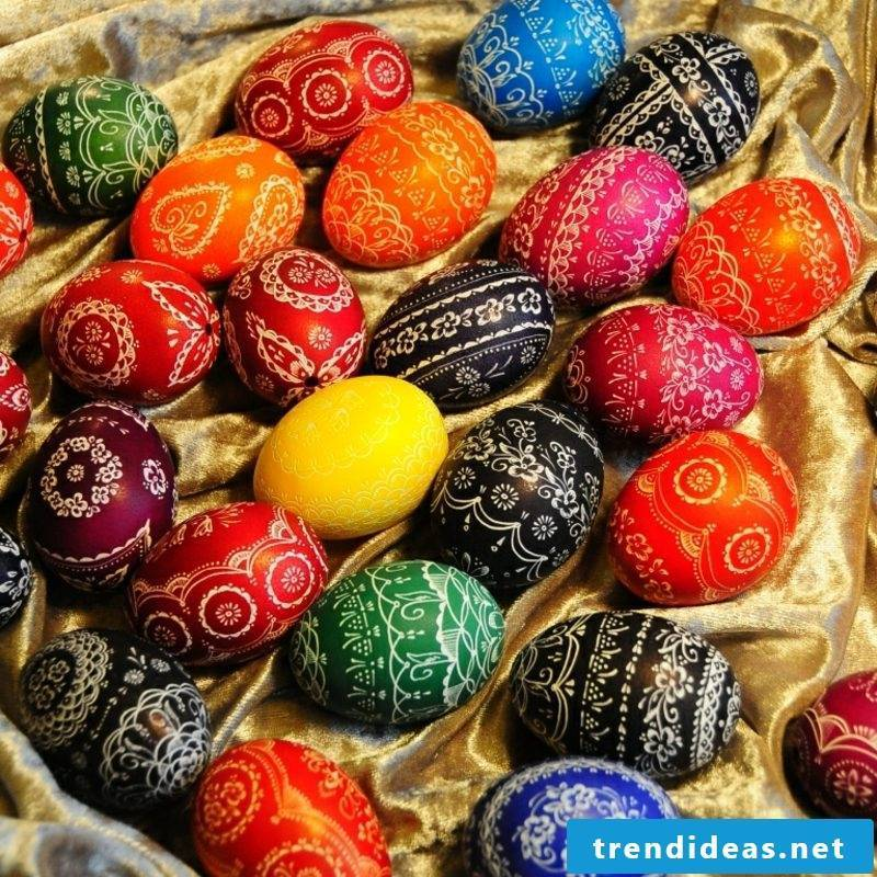 Sorbian easter eggs breathtaking look scratching technique