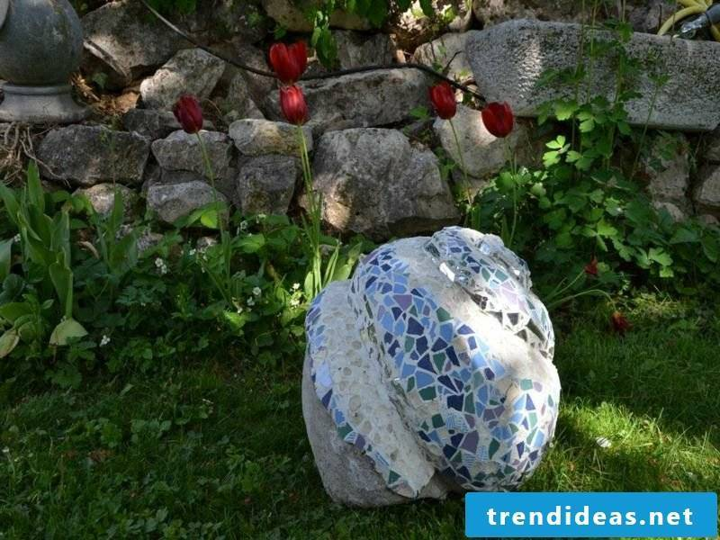 Garden sculpture decorated with mosaic