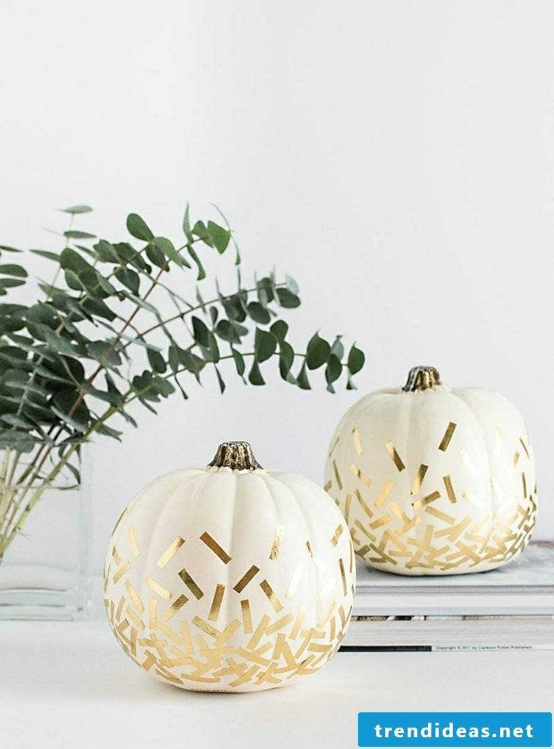 Decorate crafting pumpkins