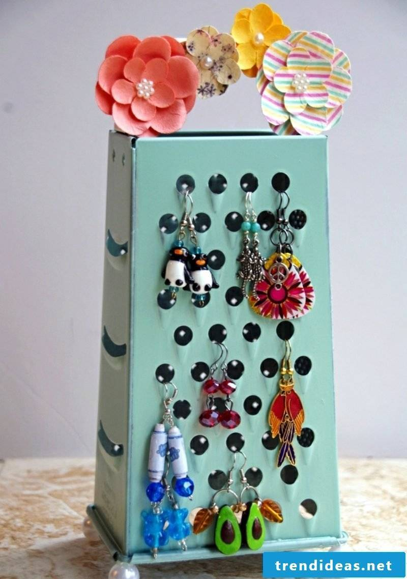 creative ideas Grater as jewelry stand