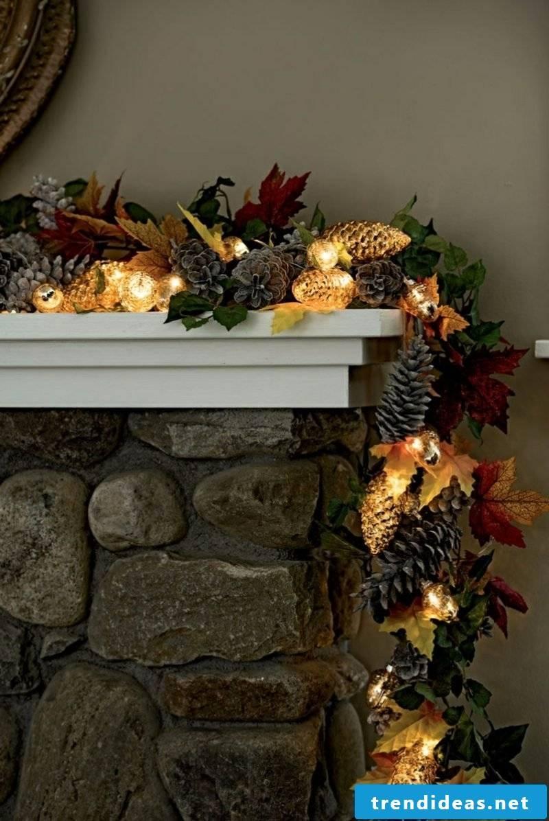 DI decorate the mantel in the autumn