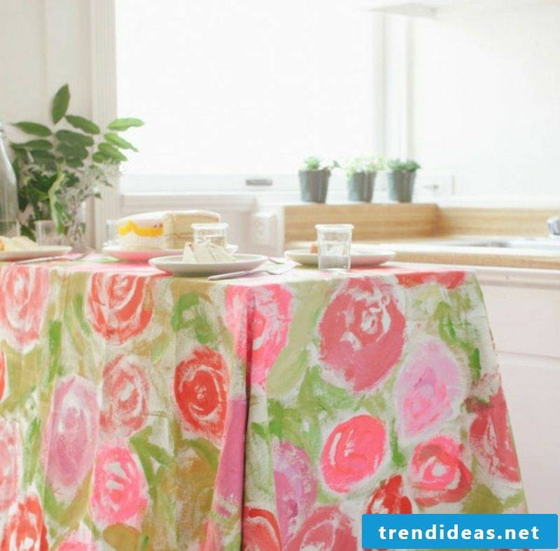 tablecloth near tablecloth sew matching fabric and pattern
