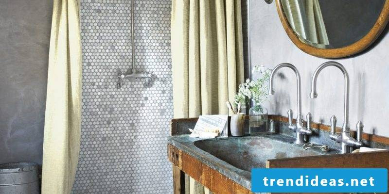 Badgetaltung ideas in the country style with mosaic on the wall
