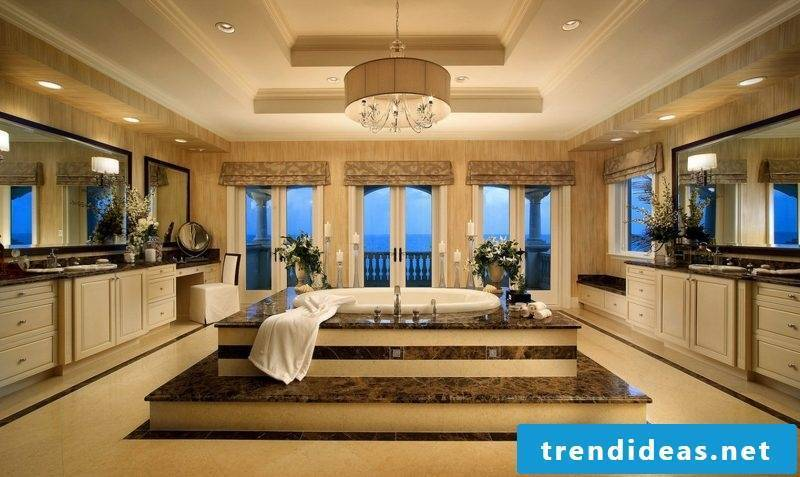 badgetsaltung ideas for a large luxury bathroom with fine ceramics and jacuzzi in the middle