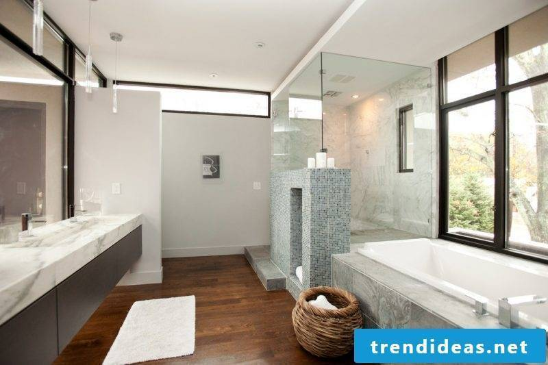 Badgetaltung ideas in bright colors with wooden floor