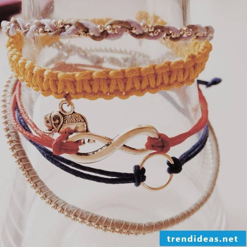 Bracelets tie up