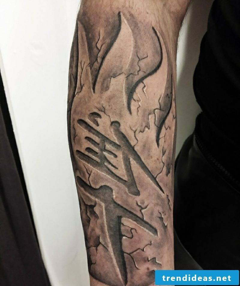 Men tattoos Chinese characters upper arm