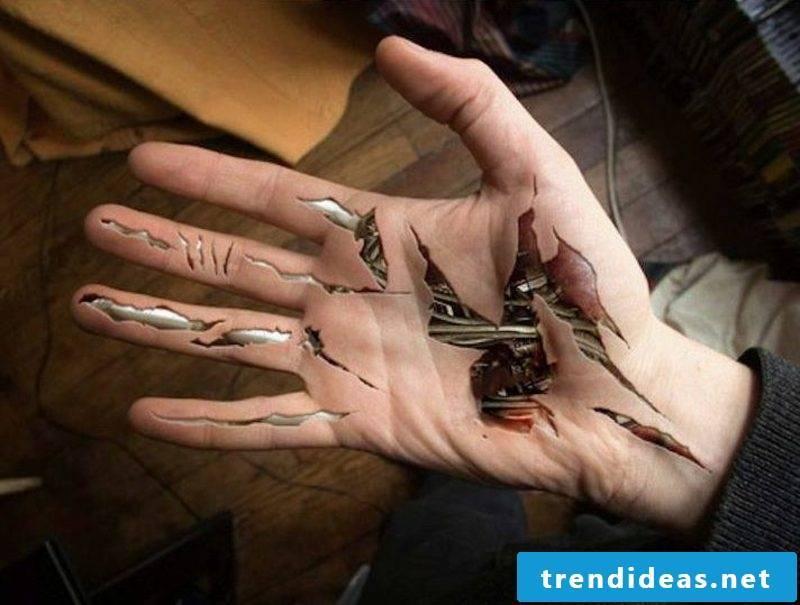 Tattoos woman 3D biomechanics