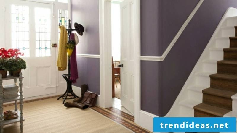 Color scheme in the hall white accents