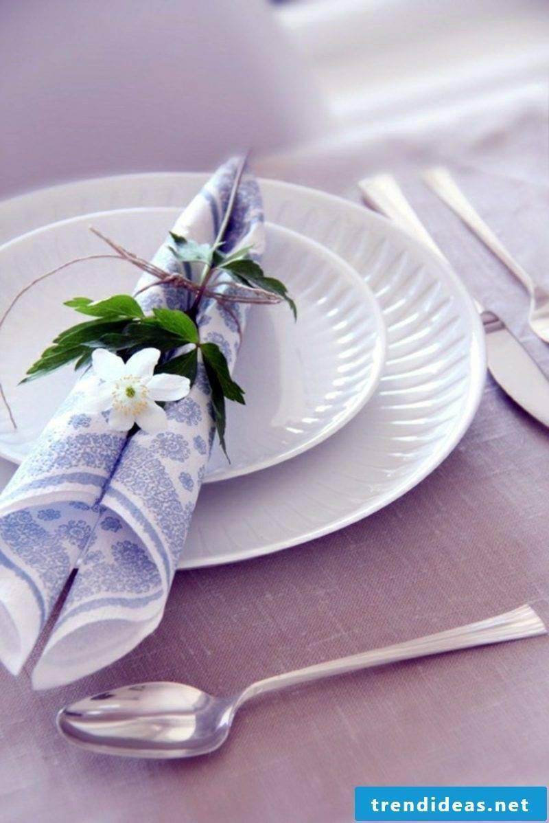 folding paper napkins