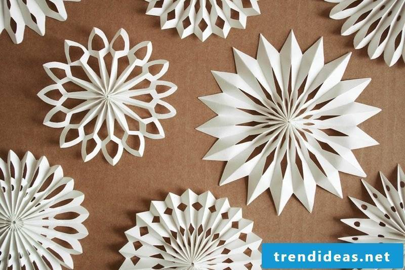 Handicrafts for Christmas Stars made of paper itself