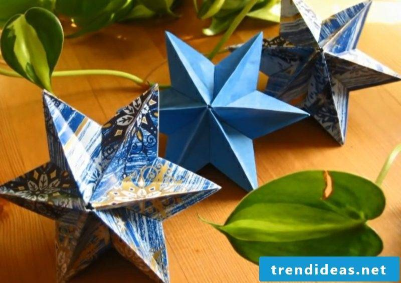 Handicrafts for Christmas colored paper stars