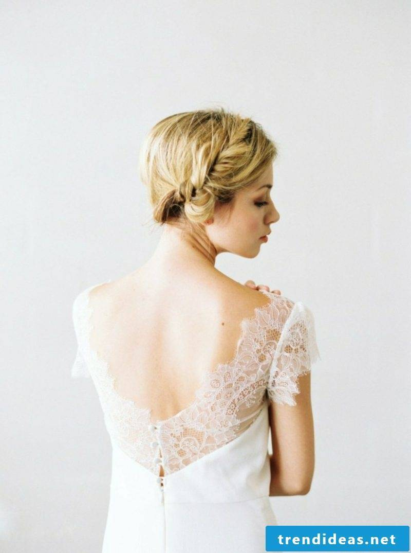 Bridal fashion accent in the back