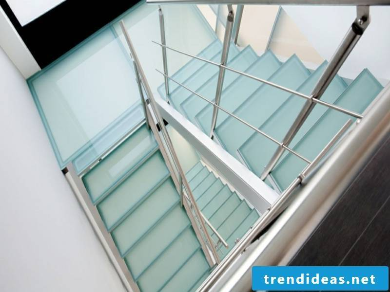 small square glass staircase without decoration