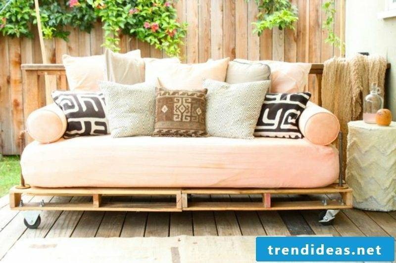 Build pallet furniture yourself - vintage look