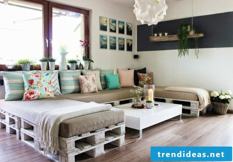 Build pallet furniture yourself - idea for indoor and outdoor use
