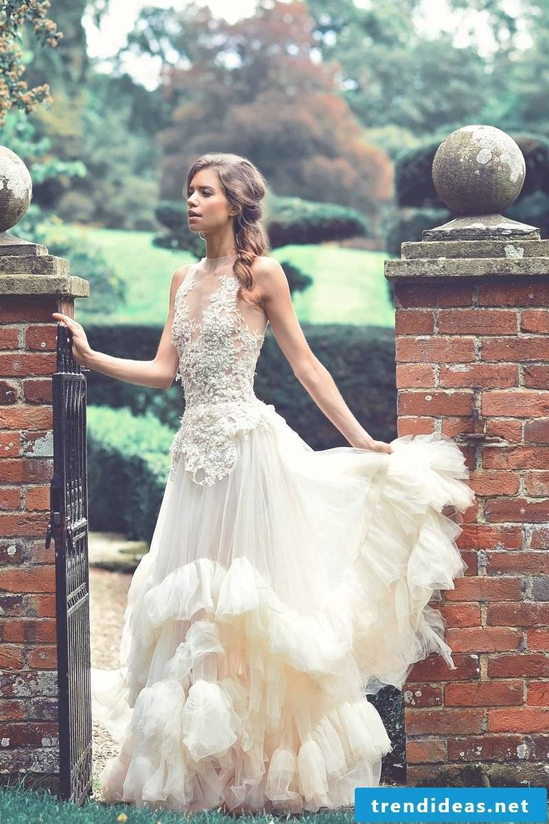Wedding dress Lace Back - to which figure fits