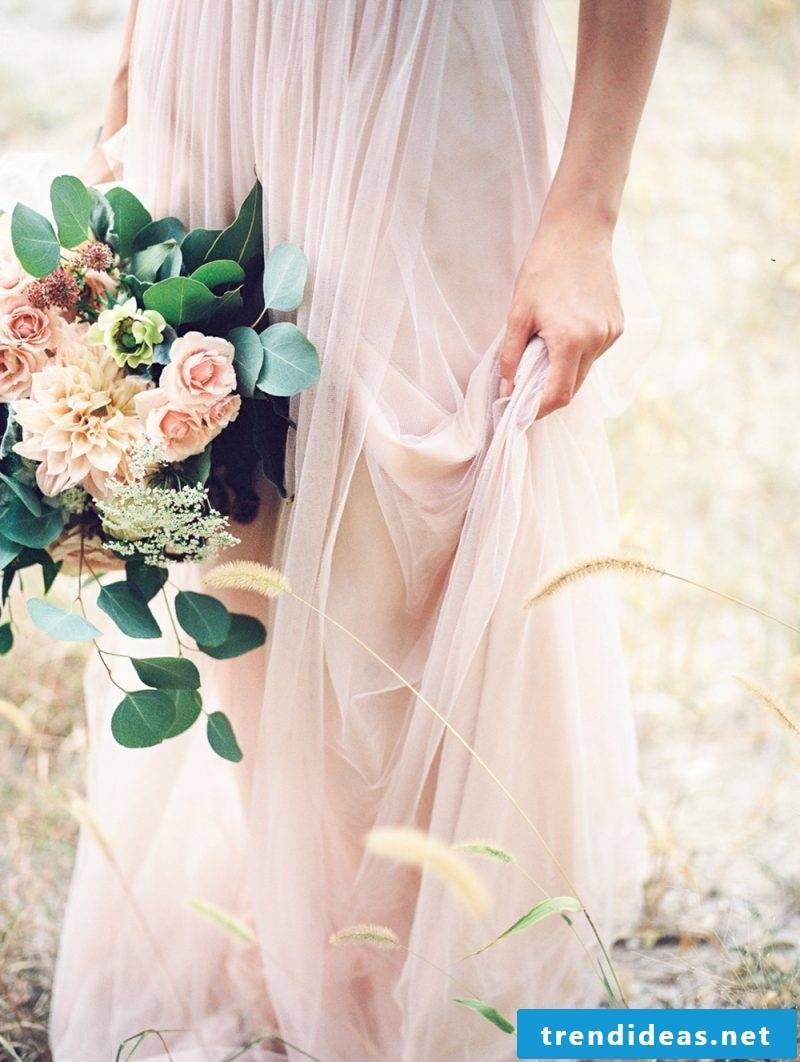 Tips on choosing the color of the wedding dress