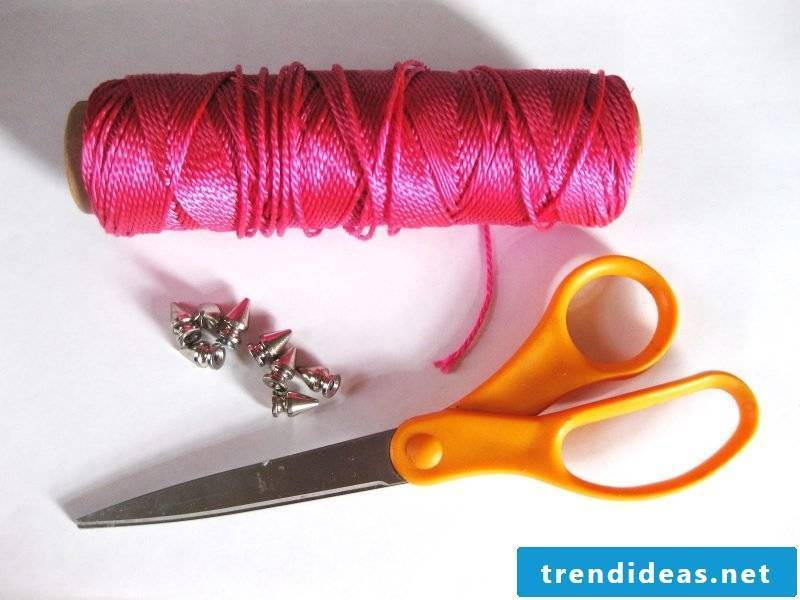 bracelets tie easily