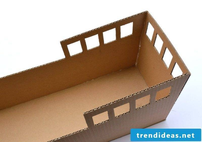 Crafting ideas for children: DIY pirate ship made of cardboard