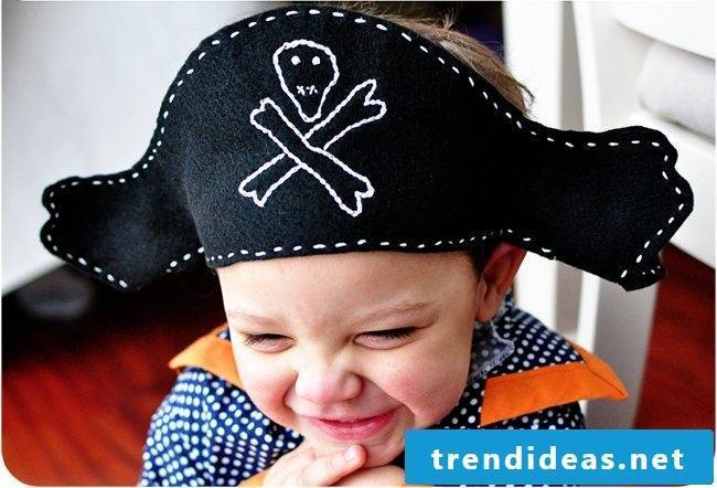 Crafting ideas for children: DIY pirate hat made of felt