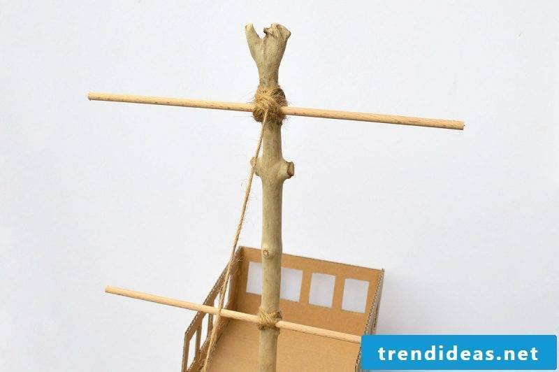 Crafting ideas for children: pirate toys made of cardboard tinker