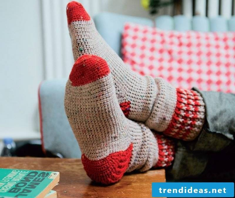 Knitted pattern for socks in two colors