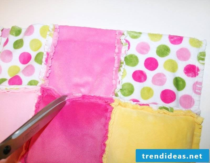 Patchwork blanket sewing cut