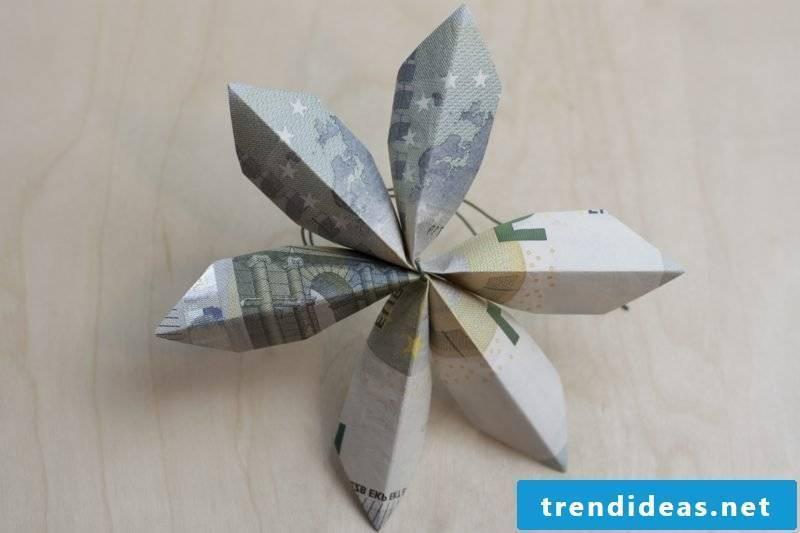 DIY banknote flower